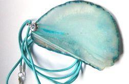 Błękitny, transparentny agat z kryształem