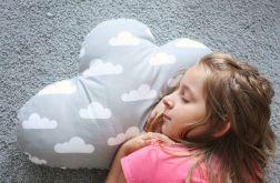 Wielka i mięciutka poduszka chmurka ,szerokość 67cm.