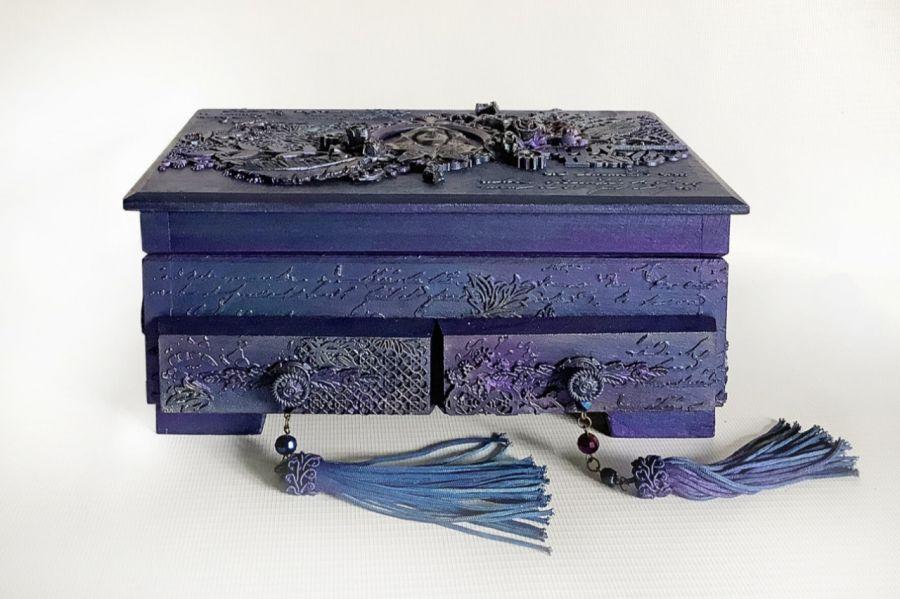 Toaletka, szkatułka, pudełko w fioletach -