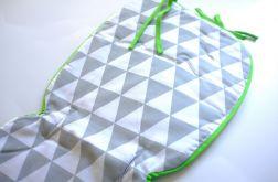 Wkładka do wózka w szare trójkąty