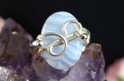 Srebrny pierścionek z niebieski agatem