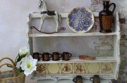 Rustykalna półka z glazurą, na kubki i talerz