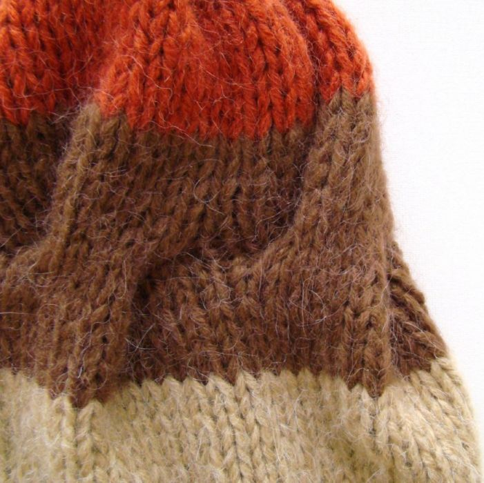 czapka beżowo-brązowo-ruda