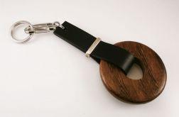 Brelok do kluczy koło z drewna
