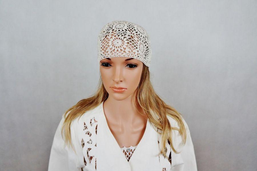 Czapka szydełkowa w kolorze ecru 02 - czapka ażurowa