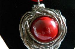 Wielka, czerwona kula, porcelana w drucie