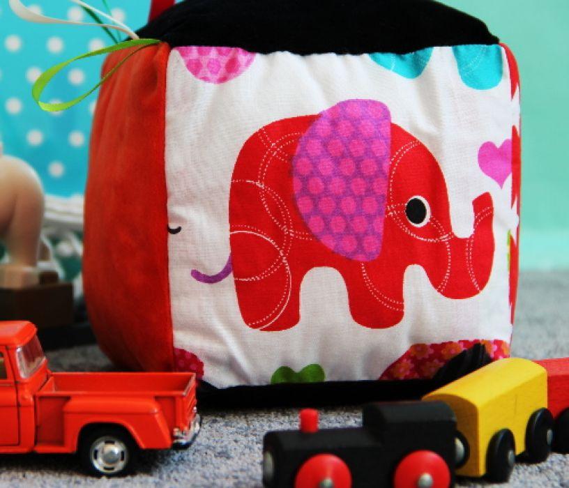 Kostka Sensoryczna Zabawka Minky ciePLUSZki - kostaka sensoryczna czerwony słoń