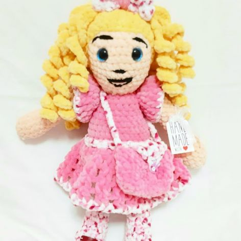 lalka maskotka szydełkowa rękodzieło plusz