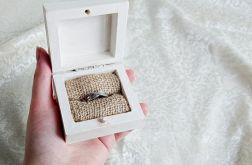 Kremowe pudełko na pierścionek