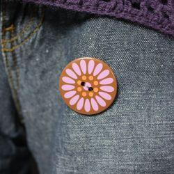 Z fioletowym guzikiem