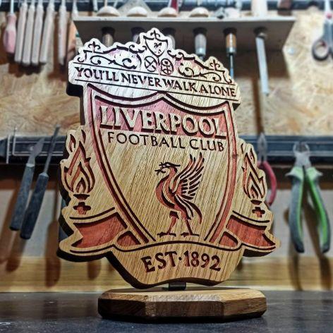 Statuetka inspirowana logo klubu piłkarskiego Liverpool