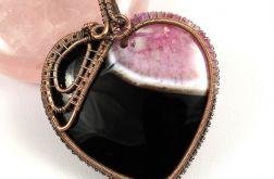 Agat, Miedziany wisior z Agatem różowym serce