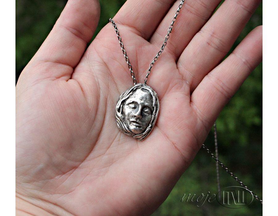 Senna dziewczyna II - twarz ze srebra
