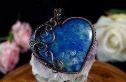 Skamielina koralu, miedziany wisior blue