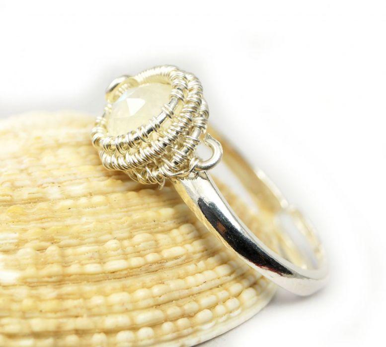 Srebrny pierścionek z kamieniem księżycowym, - regulowany pierścionek z kamieniem księżycowym