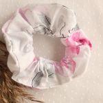 Frotka/gumka w romantyczne kwiaty - Gumka do włosów w kwiaty