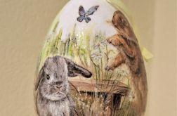 Jajko, jajo, pisanka wielkanocna z zającem