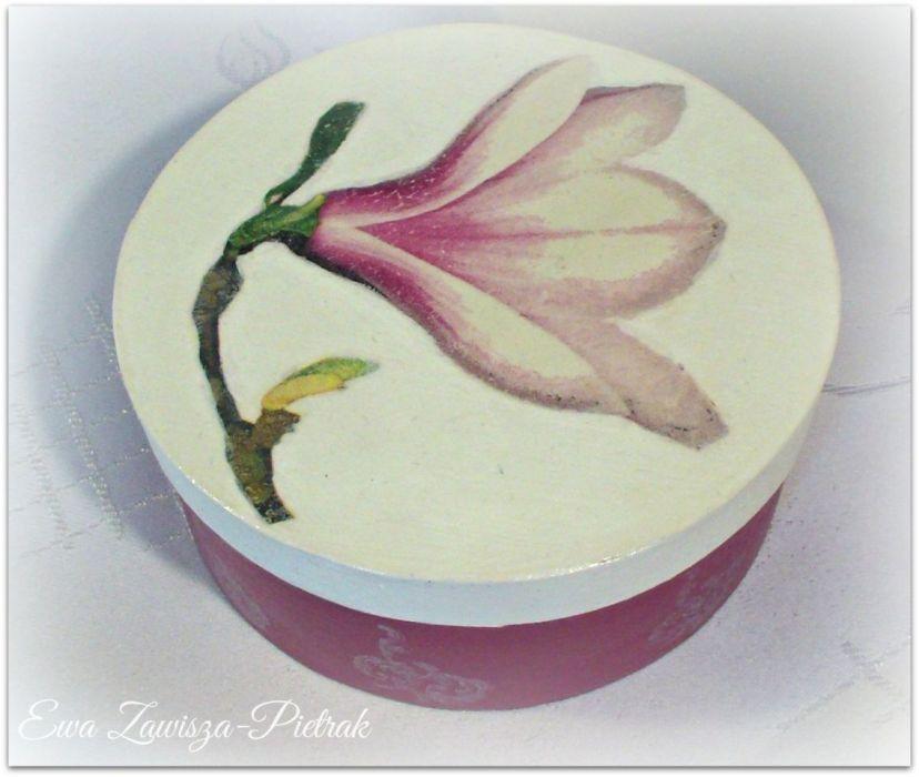 Pudełko okrągłe z magnolią - Pudełko okrągłe z magnolią
