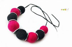 Korale z filcu czarno różowe filc HandMade