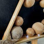 Drewniana choinka w naturalnych brązach LED -