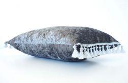 Welurowa szara poduszka z frędzlami