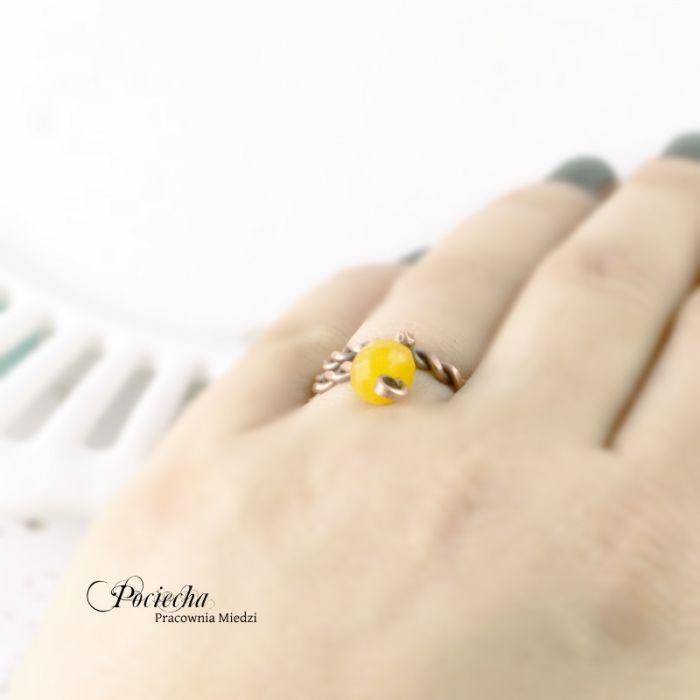 Żółty - pierścionek z jadeitem