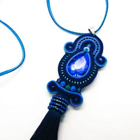 Niebieski wisior z turkusowymi dodatkami