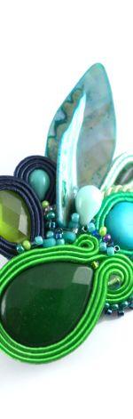 Zielono-granatowa broszka z muszlą