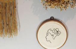 Kobieta - haftowany obraz, tamborek