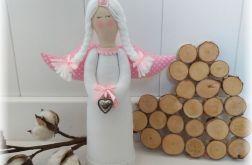 Anioł biało-różowy w kropki