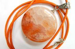 Pomarańczowy agat pajęczy piękny kamień wisio