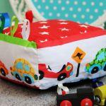 Kostka Sensoryczna Auta Minky CiePLUSZki - kostka sensoryczna auta