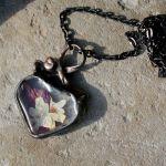 Serce z białym bzem i fuksją - suszone kwiaty