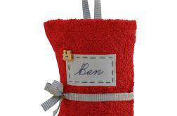 czerwony ręcznik do przedszkola z imieniem