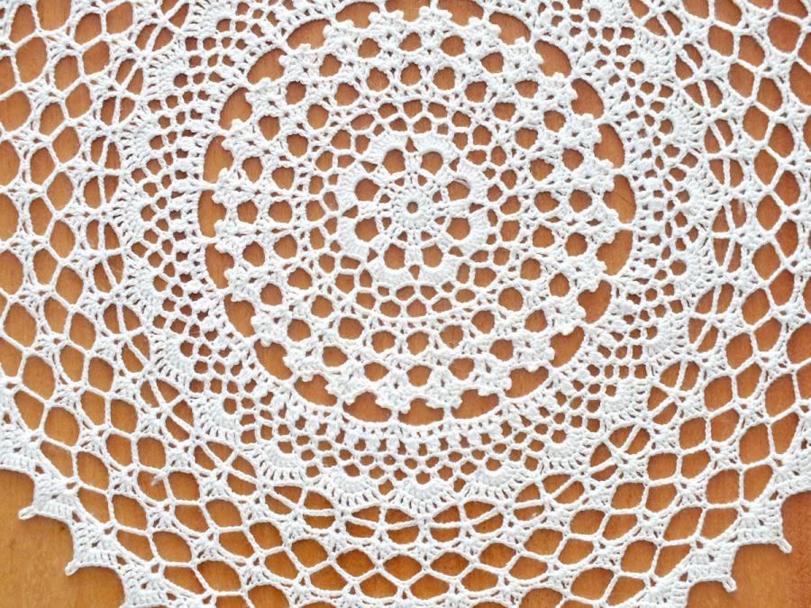 szydełkowa serwetka kremowa
