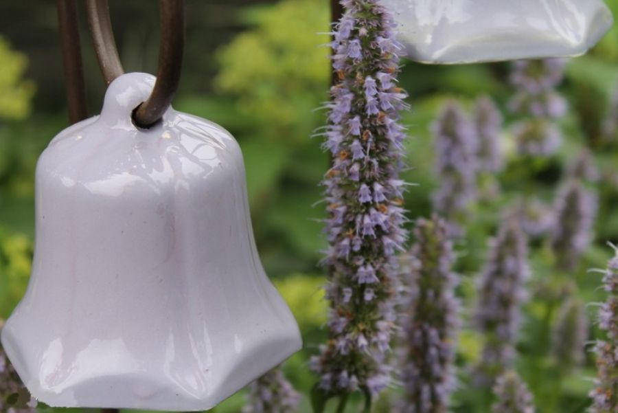 Karmnik dla ptaków dzwonek graniasty