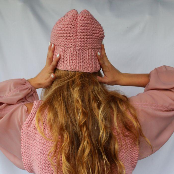 czapka pudrowy róż - tył czapki