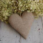 Beżowe kropeczki i len - serce rustykalne - lniane serce