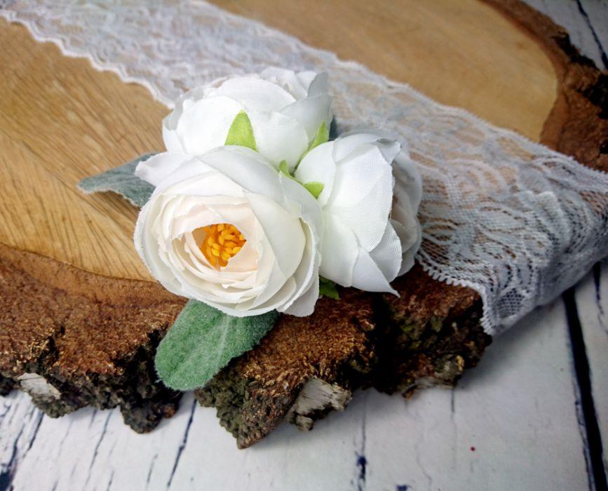 Biała spinka z zielenią