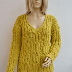 Sweterek w kolorze musztardy