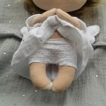 ANIOŁEK lalka - dekoracja tekstylna, OOAK/25 - mam haftowane majteczki