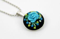 Naszyjnik niebieski haftowany kwiat
