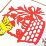 Kartka wielkanocna - czerwony koszyczek - motylek 3D