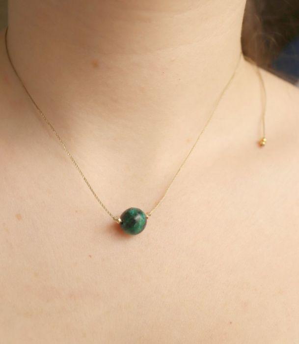 Naszyjnik z zieloną kulą - naszyjnik regulowany