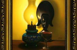 Kompozycja ze statuetką, lampą naftową i lampką wina