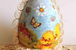 Piękne, kolorowe jajo w wyjątkowym koszyczku