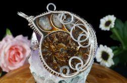 Posrebrzany wisior ze skamieliną Ammonitu