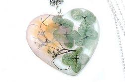 0849/mela - wisiorek z żywicy, kwiaty, serce