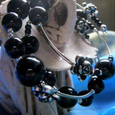 Perły czarne - bransoleta na każdą rękę:)