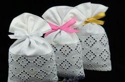 woreczki lawendowe - biały haft